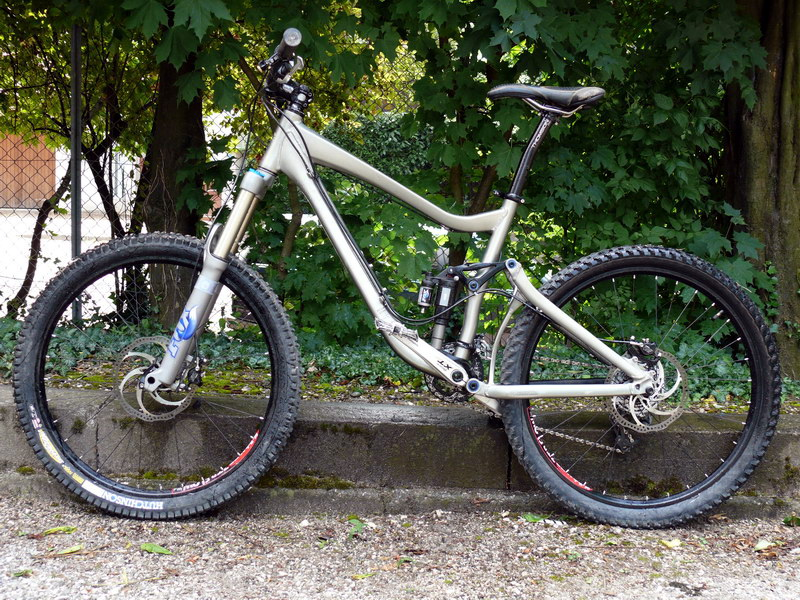 2009 Giant Reign 2 Specifications http://forums.mtbr.com/giant/giant-reign-modifications-not-reign-x-619000.html